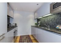 Large Two Bedroom Apartment in Earls Court £690 p/w