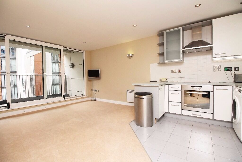 ***Stunning 2 Bedroom Apartment in Royal Victoria with secure Parking!! NOW***