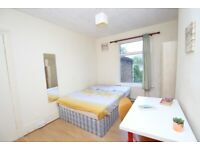 Cheap double Room available right NOW in MILE END!