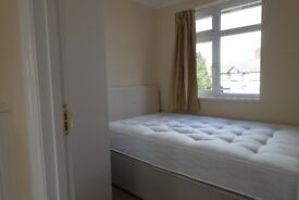 Single Room - Bills & Wifi, Cleaner included - 7 mins walking to Station