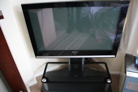 SAMSUNG 42 INCH PLASMA FREEVIEW TV & STAND