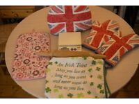 Kitchen stuff: Oven Gloves, Apron, Kitchen Scales, Rolling pin, Dish mat, All of them for £1.50