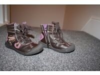 Girls shoes size 7.5 CAN POST