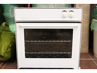 HYGENA WHITE BUILT-IN GAS OVEN MODEL APL0220 & MATCHING WHITE GAS HOB MODEL AHY1120