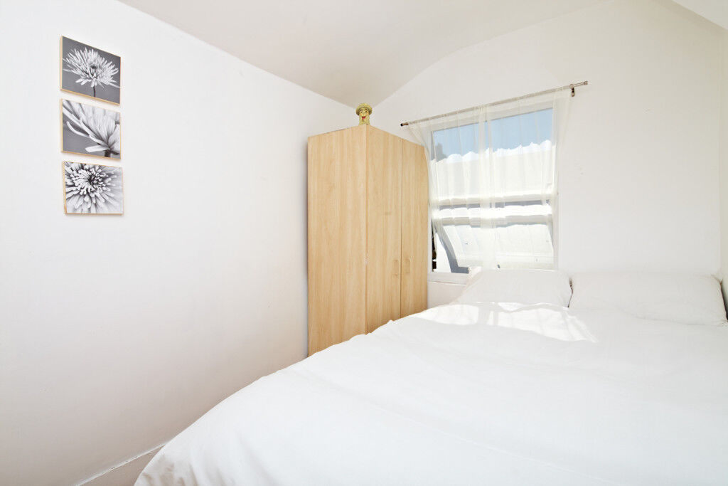 Great Double bedroom near short distance from stratford (zone 2)