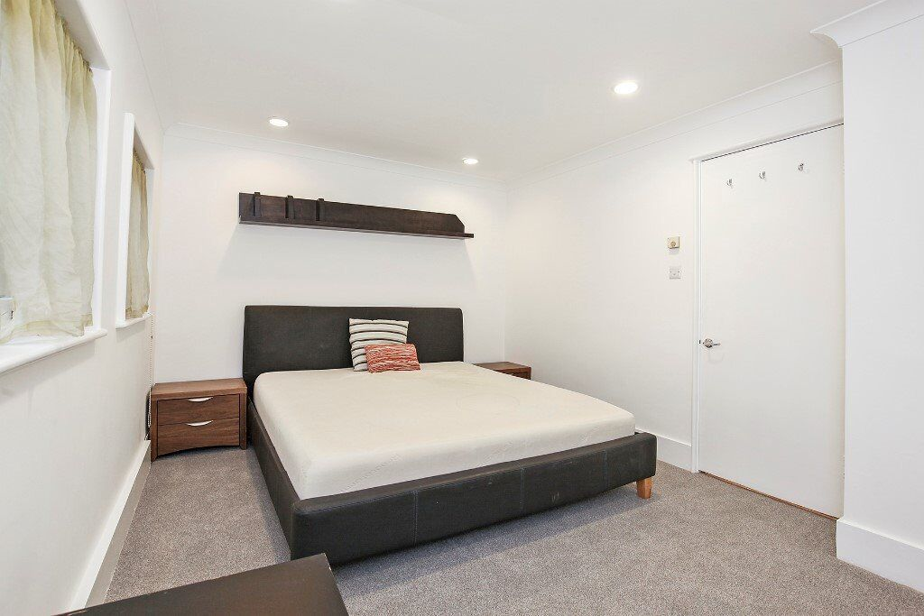 Newly Refurbished 2 Bedroom - 2 Bathroom - Balcony - Shad Thames - Available Now