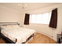 A spacious one double bedroom first floor converted flat close to Winchmore Hill's station and shops