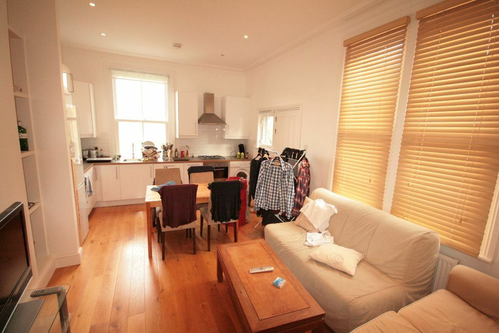 Absolutely stunning, elegant 3 bedroom Flat in Oval Available NOW!
