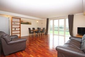 Vacant, Spacious, 2 beds/2 Baths with Parking, Terrace walkable distance to Canary Wharf E14 MB
