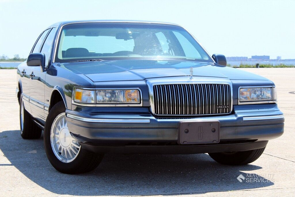 1996 lincoln town car signature edition leather seats power sunroof heated seats used lincoln. Black Bedroom Furniture Sets. Home Design Ideas