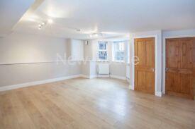 3 bedroom flat in Reighton Road, Clapton, E5