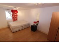 Spacious ground floor apartment is located on Blackstock Road N4,Finsbury Park Tube Station