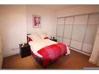 Modern [3 bedroom] Split-level garden flat. Perfect for sharers. Great location SW17!