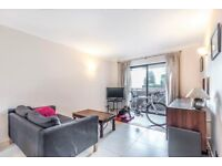 *TWO BEDROOM FLAT* An impeccably presented two bedroom apartment within Imperial Wharf.