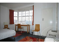 Larger then average studio flat in secure mansion block with concierge