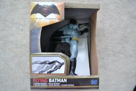 DC FLYING BATMAN WITH MOVABLE HANDS, PLAY HEROES BATMAN V SUPERMAN DAWN OF JUSTICE NEW & BOXED