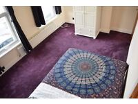 Double room in lovely 3 bedroom flat in Tooting Broadway. Available now.
