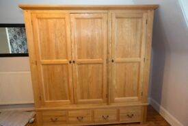 Solid Oak Triple Wardrobe With 4 Drawers