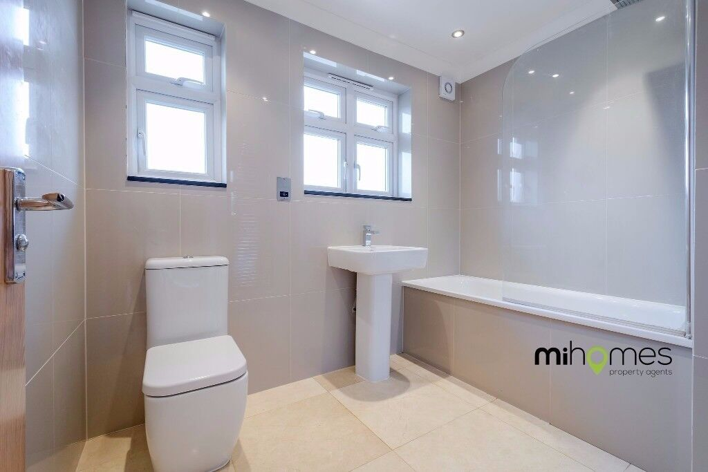 ***VERY LARGE AND MODERN 2 BEDROOM APARTMENT WITH