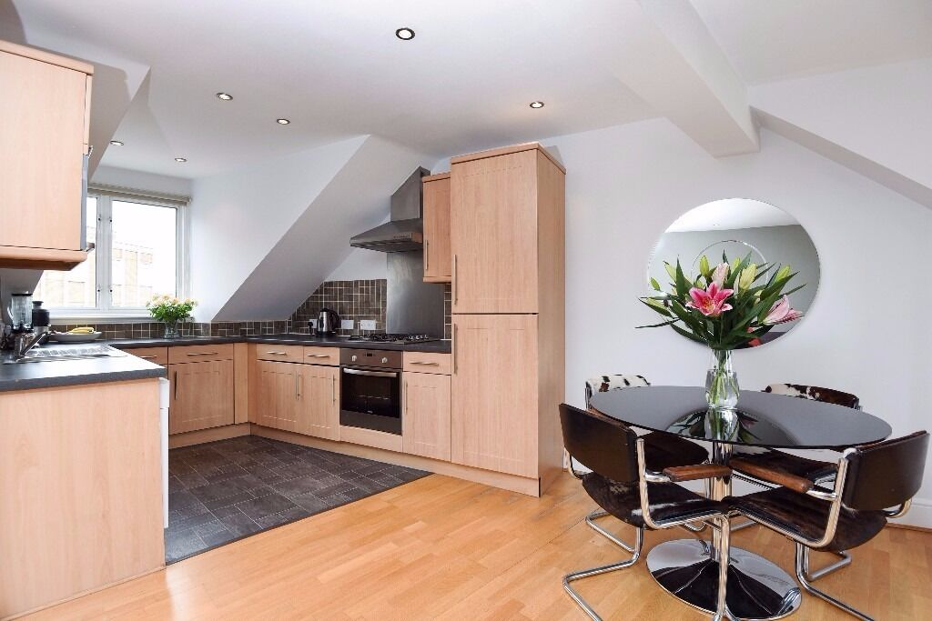 A stunning top floor flat offering two double bedrooms & two bathrooms, situated on Ashvale Road