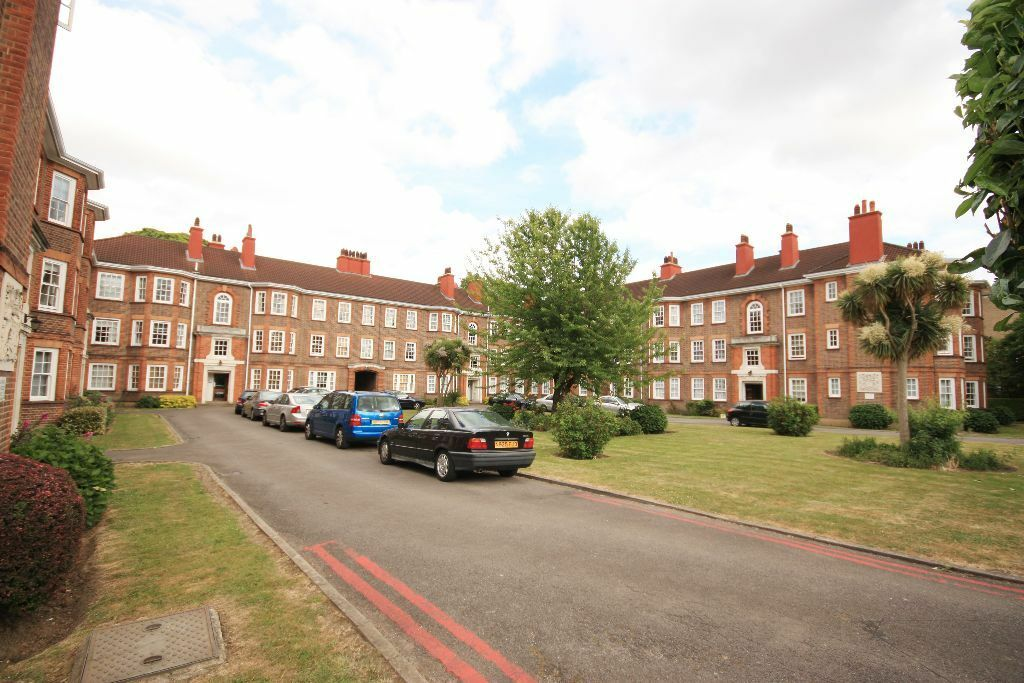 A charming flat in a gated period block in East Acton, early viewing essential.