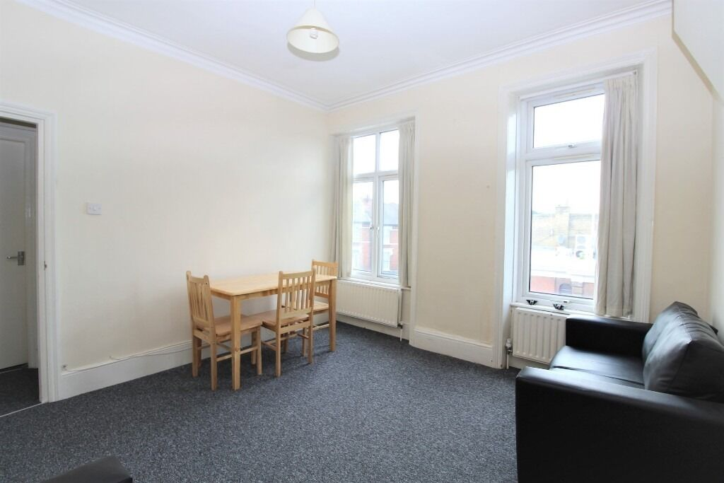 -TWO DOUBLE BEDROOM FLAT -SEPARATE KITCHEN -DOUBLE GLAZING - CROUCH END N8
