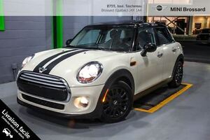 2015 MINI 5 Door 5 PORTES -- AUTO -- TOIT PANO -- 1.9%