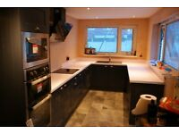 KITCHEN FITTER EXPERIENCE LAMINATE FLOOR BATHROOM HOUSE MAINTENANCE