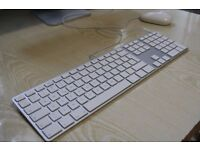 Absolutely Amazing Original Wired Apple Aluminium Full Keyboard Work Perfectly as New & FREE Mouse