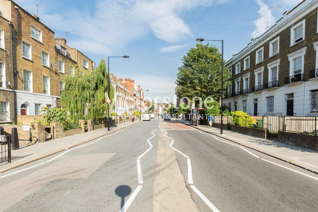 beautiful spacious two double bedroom (no lounge) property located near mornington crescent station
