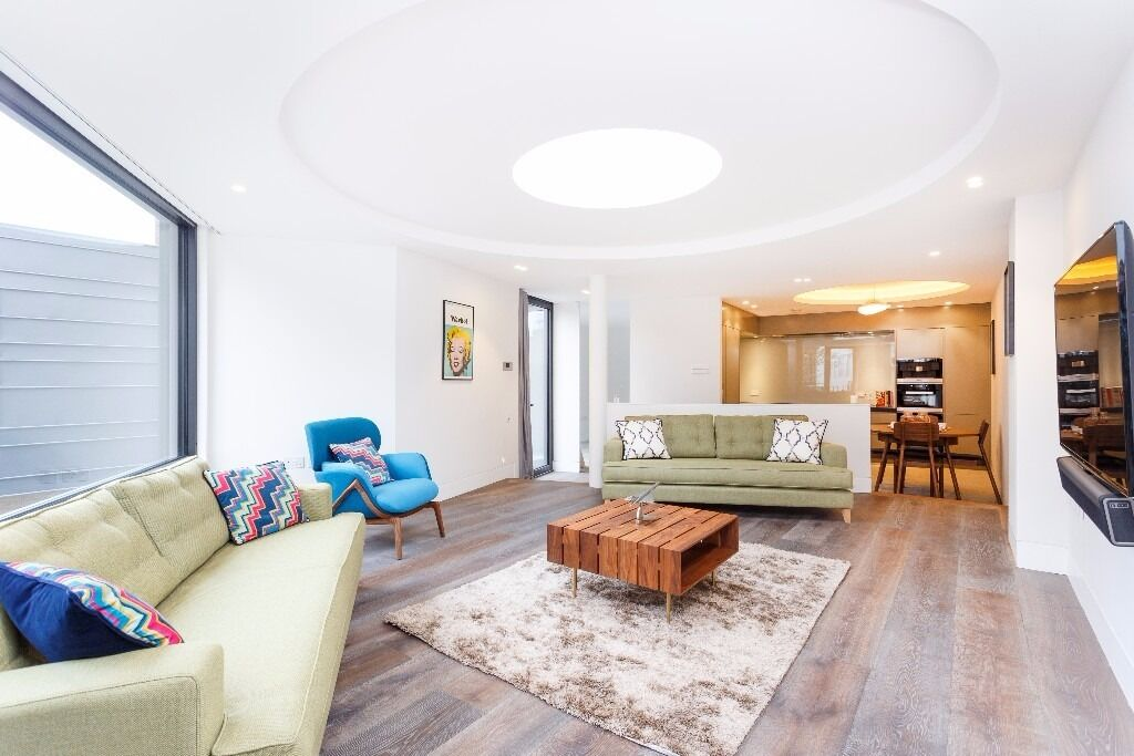 Superb 3 bedroom / 2 bathroom mews house - Prime Fulham street - Available July