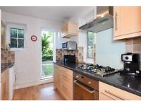 ACU - A very well presented two double bedroom garden flat to rent in Earlsfield