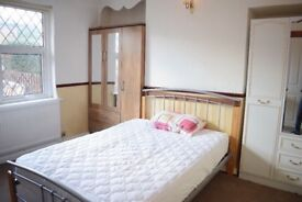 4 Bedroom House in Bangor (Next to SEASIDE) -Fully furnished+garden+car park **SUMMER DISCOUNT NOW**
