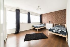 BIG AND SPACIOUS ROOM - ZONE 2 - WHTIECHAPEL - AMAZING LOCATION - CALL ME NOW AND MOVE IN TODAY