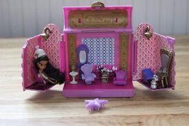 Package of Miniature Bratz toys (Camper, Salon)