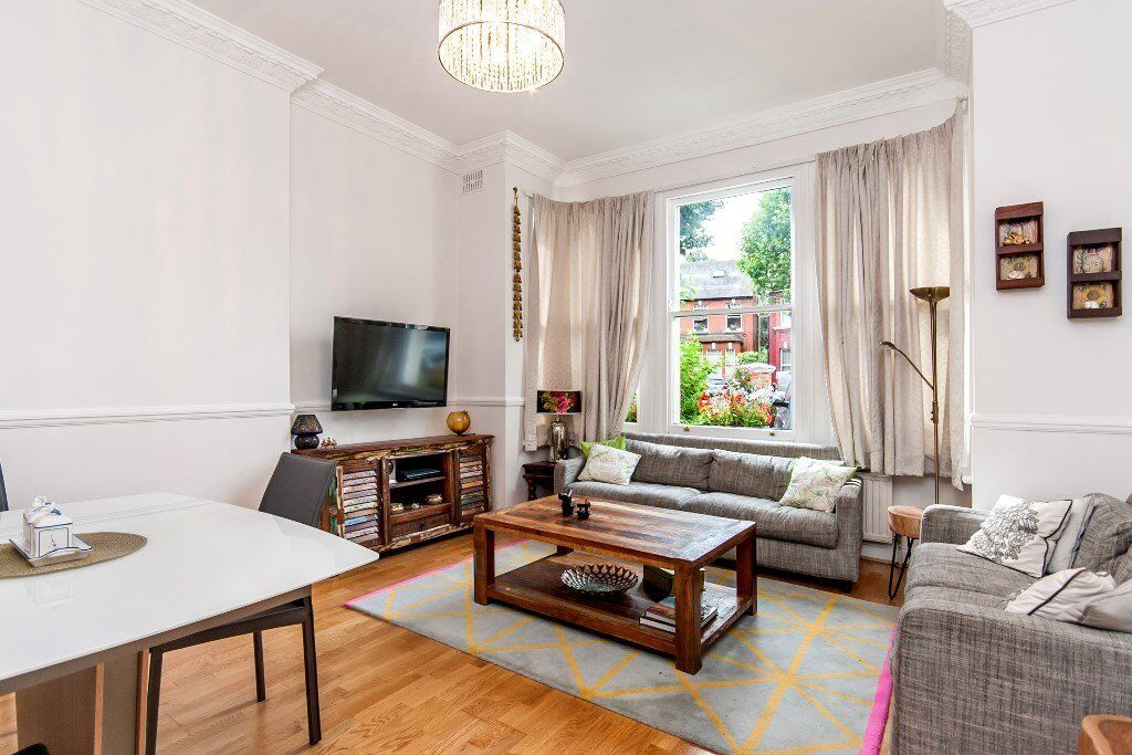A stunning newly decorated 3 x bedroom property with garden in Kilburn - A Must See - 07473-792-649