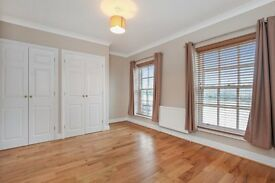 [Bermondsey-4 Bedroom House-Direct Views of The River]