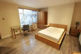 4 bedroom flat in Cleveland Street, Fitzrovia, London, W1T