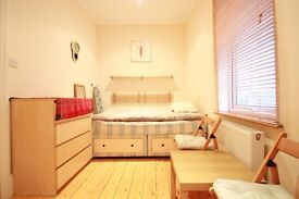 Newly redecorated studio flat for a single person close to the station and shops