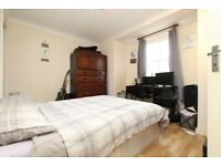 💥 Cheap and Spacious double room en-suite available in E14