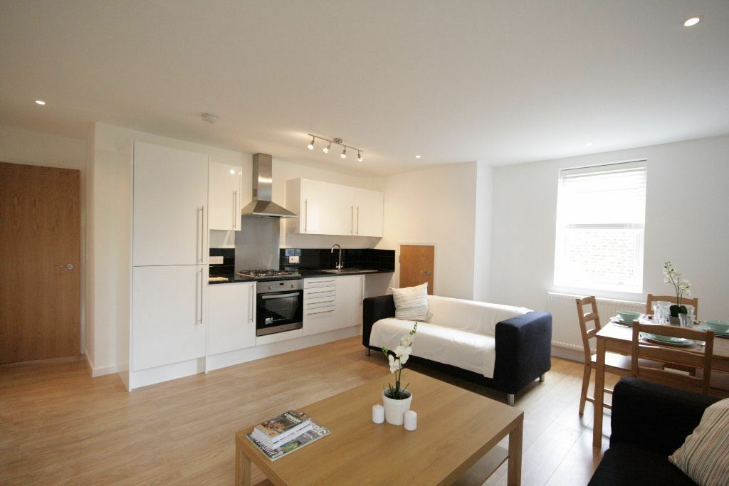 HUGE 3 Bed Flat - Brixton
