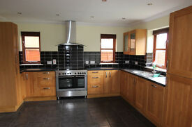 5 Large bedroom detached house with stunning views, Libanus, Brecon. Family bathroom & 2 En-suite.