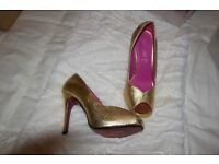 NEW Love Label gold peep toe with small platform size 6