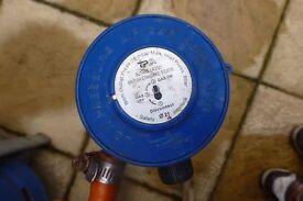 GAS REGULATOR - FOR BUTANE - BLUE - PUSH ON