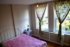 Spacious,bright one bedroom flat with parking in Hendon.
