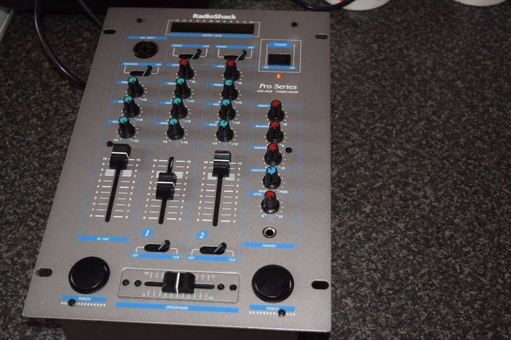 PRO SERIES 2 CHANNEL STEREO MIXER CAN BE SEEN WORKING