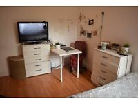 Double room in South Wimbledon.Available 28/02
