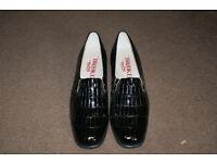 Ladies shoes size 5 1/2