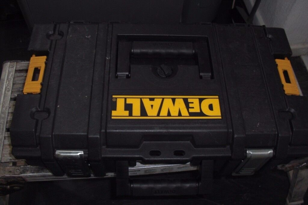 Dewalt Tstak box (Large) with seperate compartments in lid