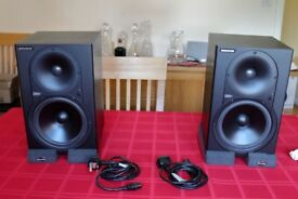Mackie HR824 Mk 1 Studio Monitor Speakers (Pair) + Auralex Isolation Pads (x4)